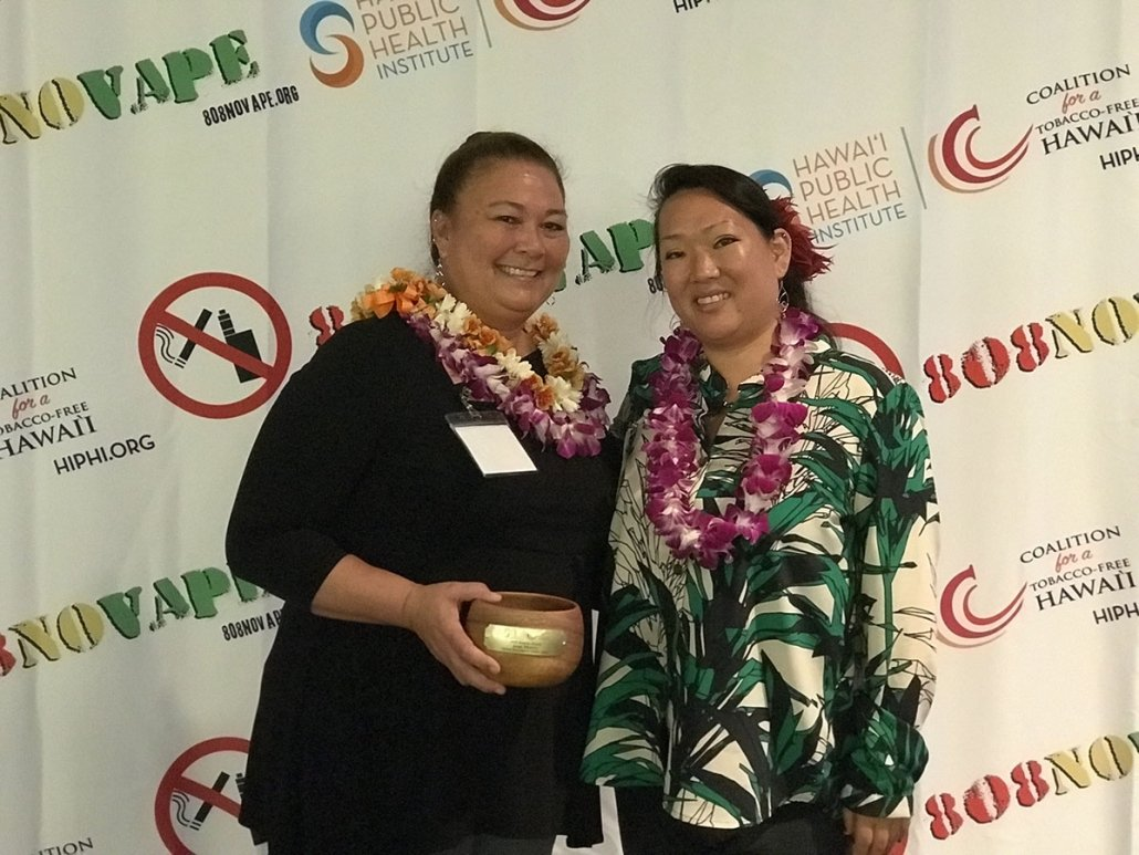 Jean Morris receives the Kanalu Award for her inspirational leadership in her school.