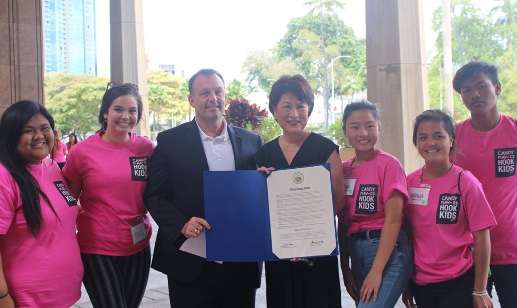 Lt. Gov. Green, First Lady Ige and youth advocates show off Gov's proclamation